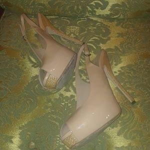 Gucci tan patent sexy heels sz 9.5